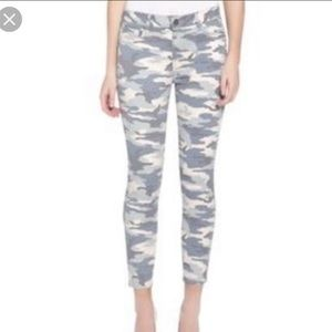 [BLANKNYC] The Sullivan light camo skinny jeans